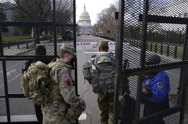 Mỹ: Hàng chục ngàn Vệ binh Quốc gia không ngừng đổ về Washington - Ảnh 1.