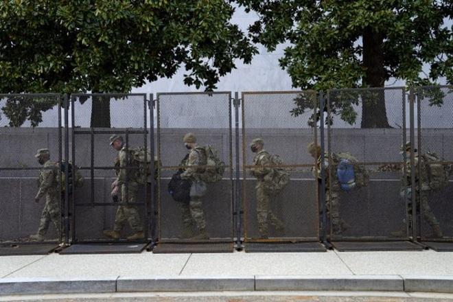 Mỹ: Hàng chục ngàn Vệ binh Quốc gia không ngừng đổ về Washington - ảnh 2