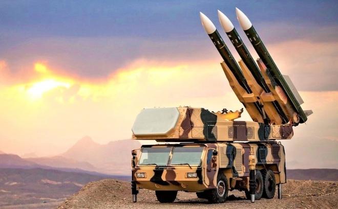 """Những tên lửa Iran có thể """"vít cổ"""" máy bay ném bom B-52 của Mỹ - ảnh 3"""