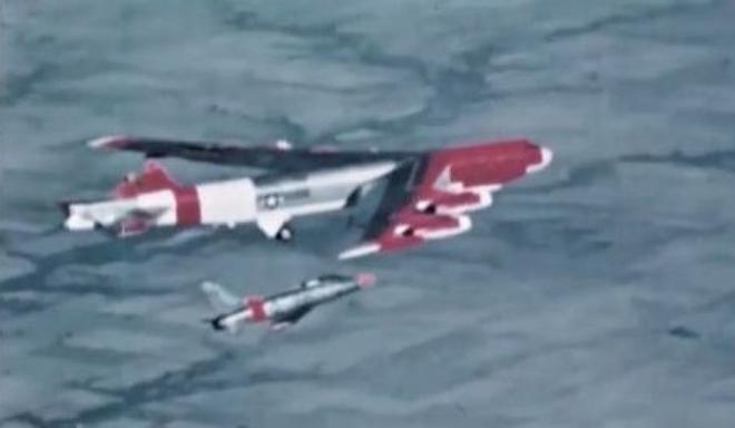 Chuyện hy hữu: Máy bay ném bom B-52H mất đuôi đứng và lái hướng vẫn hạ cánh an toàn - Ảnh 4.