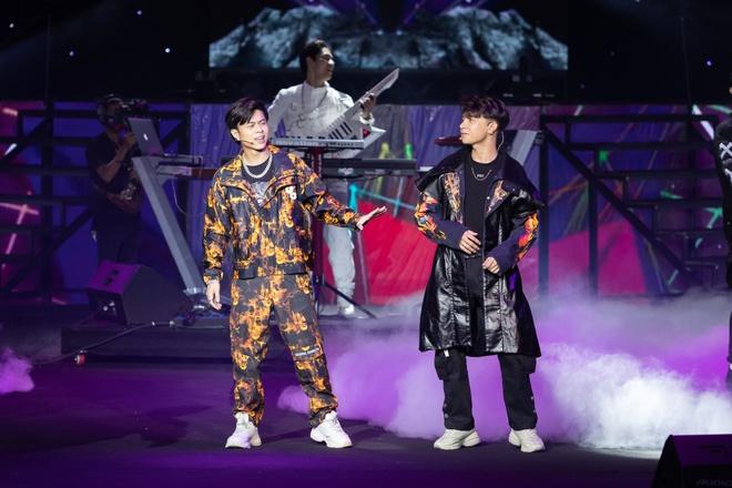 Noo Phước Thịnh, Thủy Tiên, Đức Phúc làm bùng nổ sân khấu lễ trao giải âm nhạc - Ảnh 1.