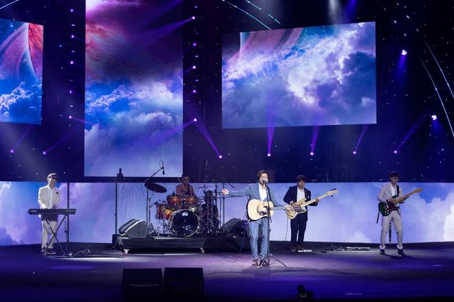 Noo Phước Thịnh, Thủy Tiên, Đức Phúc làm bùng nổ sân khấu lễ trao giải âm nhạc - Ảnh 4.