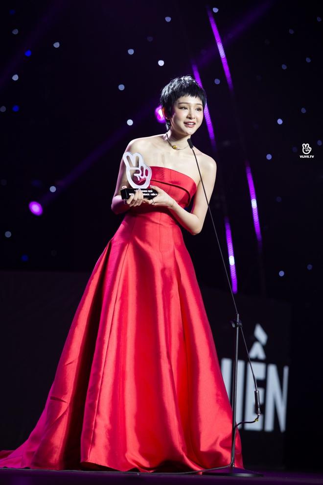 Noo Phước Thịnh, Thủy Tiên, Đức Phúc làm bùng nổ sân khấu lễ trao giải âm nhạc - Ảnh 18.