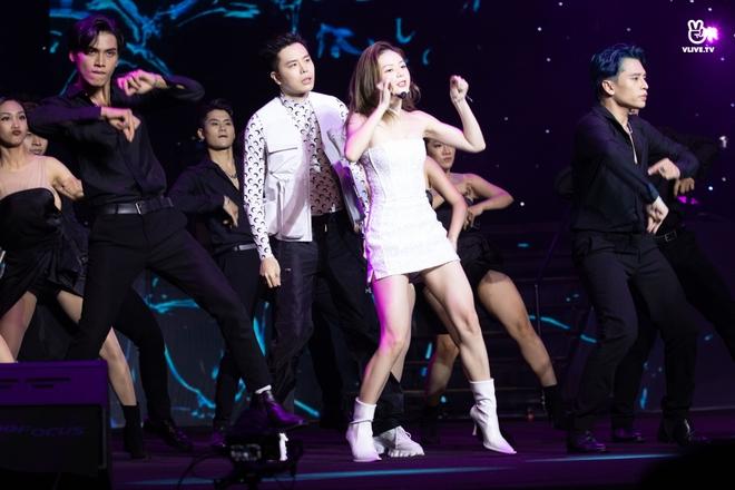 Noo Phước Thịnh, Thủy Tiên, Đức Phúc làm bùng nổ sân khấu lễ trao giải âm nhạc - Ảnh 7.