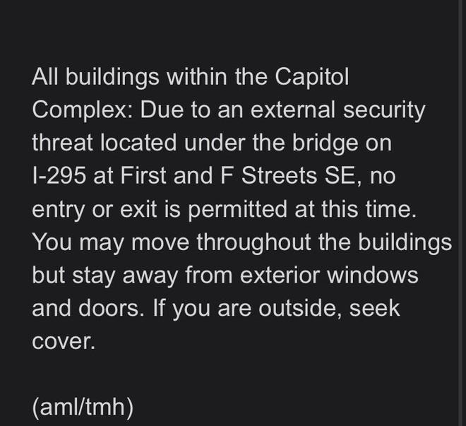 Điện Capitol bị phong tỏa trước lễ nhậm chức của ông Biden vì mối đe dọa an ninh bên ngoài - Ảnh 1.
