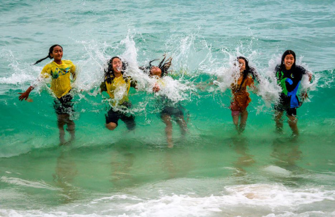 24h qua ảnh: Các bé gái chơi đùa với sóng biển ở Thái Lan - Ảnh 2.