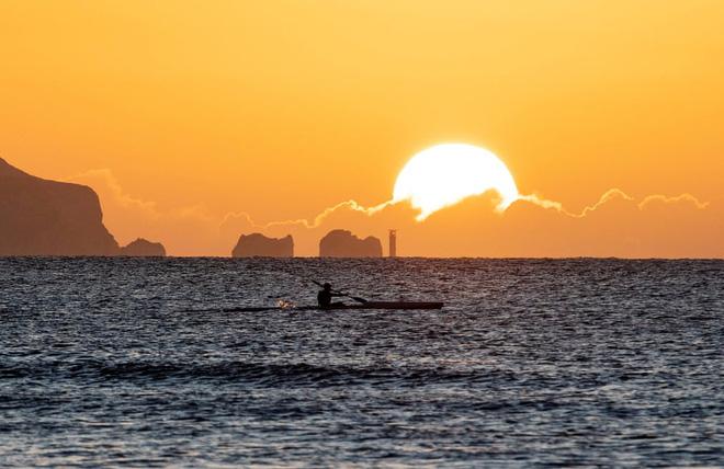 24h qua ảnh: Các bé gái chơi đùa với sóng biển ở Thái Lan - Ảnh 11.