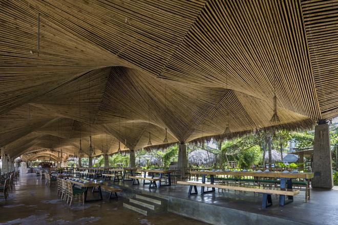 Nhà hàng mái dừa, thân tre ven sông ở miền Tây nổi bật trên báo ngoại - Ảnh 2.