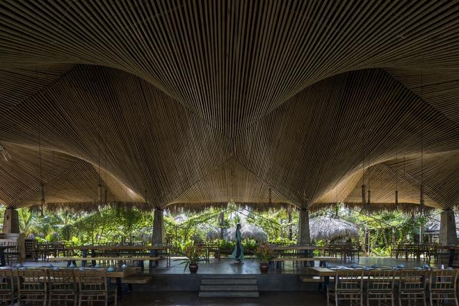 Nhà hàng mái dừa, thân tre ven sông ở miền Tây nổi bật trên báo ngoại - Ảnh 3.