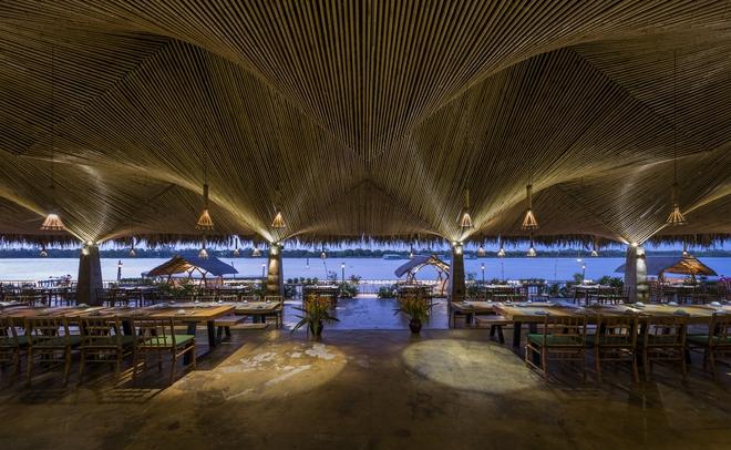 Nhà hàng mái dừa, thân tre ven sông ở miền Tây nổi bật trên báo ngoại - Ảnh 5.