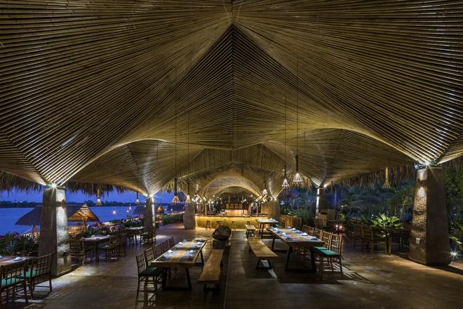 Nhà hàng mái dừa, thân tre ven sông ở miền Tây nổi bật trên báo ngoại - Ảnh 6.