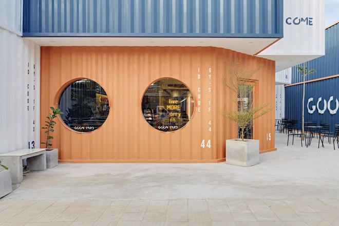Quán cà phê container rực rỡ sắc cam ở Cần Thơ nổi bật trên báo ngoại - Ảnh 8.