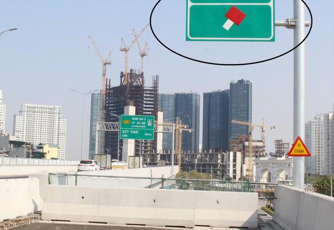 Đường trên cao Vành đai 3: Liên tục ùn tắc do xung đột giao thông - Ảnh 1.