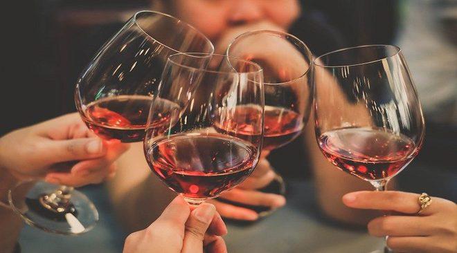 Nghiên cứu trên 300.000 người: Nguy cơ tử vong cao nếu uống rượu mà không ăn kèm món này - Ảnh 3.