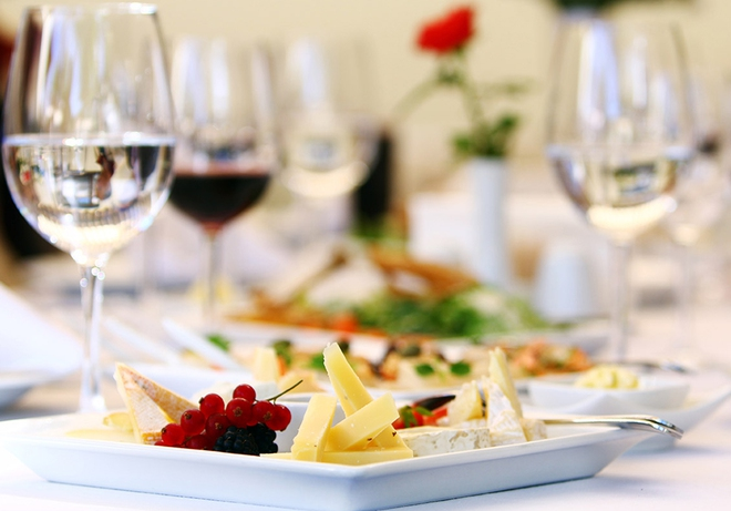 Nghiên cứu trên 300.000 người: Nguy cơ tử vong cao nếu uống rượu mà không ăn kèm món này - Ảnh 4.