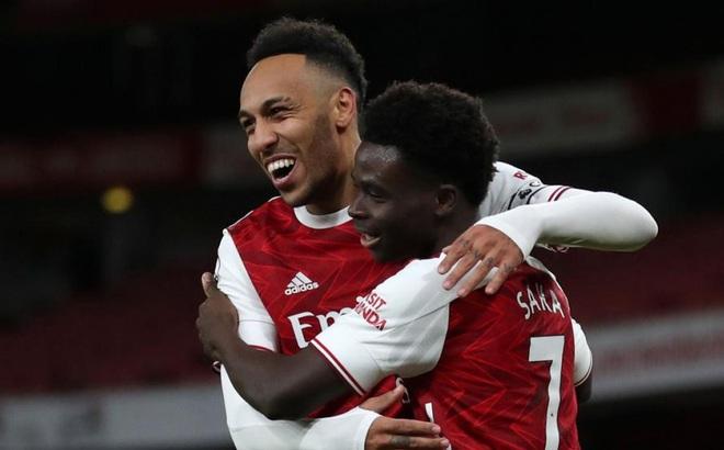 Aubameyang lập cú đúp, Arsenal