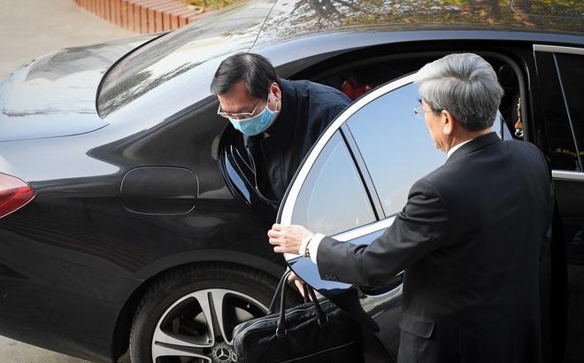 Cựu Bộ trưởng Vũ Huy Hoàng thấy 'rất buồn, bức xúc' vì bị hiểu nhầm đi xe Mercedes tới toà