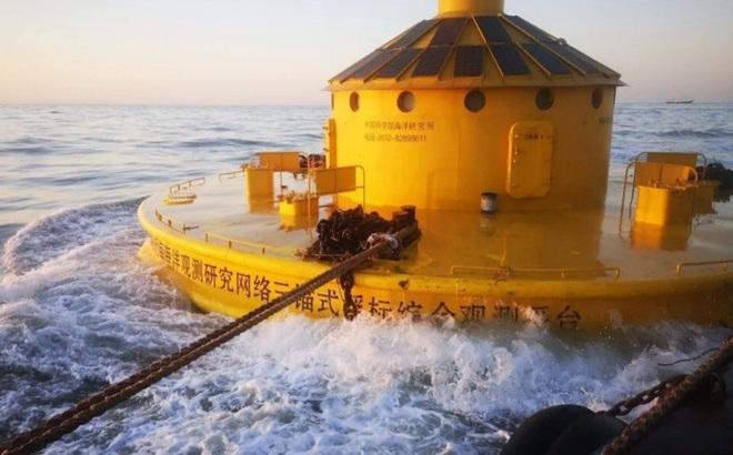 Trung Quốc đưa phao khổng lồ ra vùng biển tranh chấp