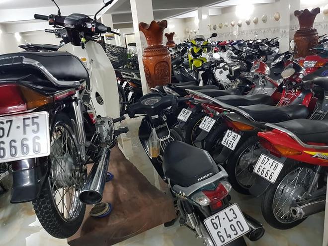 Chóng mặt với dàn xe máy 500 chiếc biển đẹp khủng nhất Việt Nam, trị giá trăm tỷ đồng? - Ảnh 1.