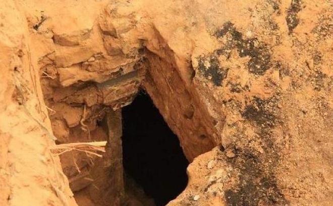 Đào mộ cho mẹ, chàng trai phát hiện hố đen cỡ lớn trong vườn - Hàng xóm 'hối lộ' 1,7 tỷ đổi lấy kho báu