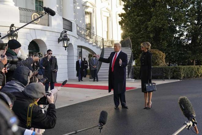 Tổng thống Trump rời Nhà Trắng lần cuối với 21 phát đại bác tiễn biệt, tuyên bố sẽ trở lại - Ảnh 5.