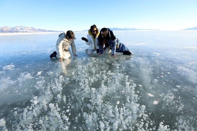24h qua ảnh: Ông Putin tắm trong nước đá giữa trời lạnh -20 độ C - Ảnh 4.