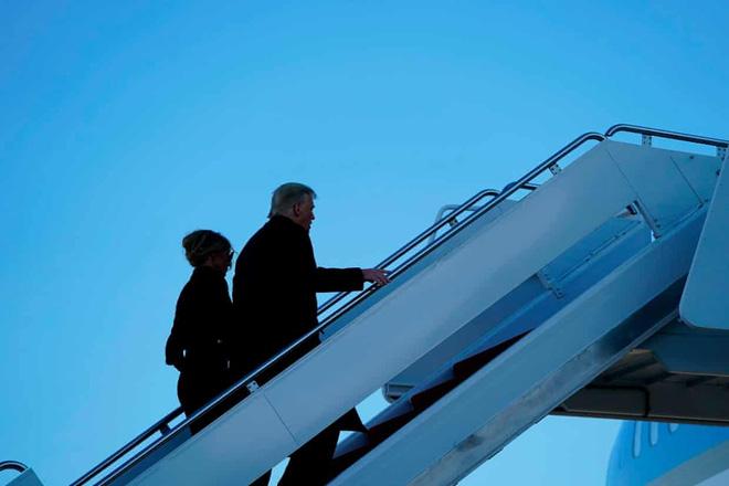 Tổng thống Trump rời Nhà Trắng lần cuối với 21 phát đại bác tiễn biệt, tuyên bố sẽ trở lại - Ảnh 13.