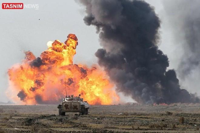 Lính biệt kích Iran đổ bộ rợp trời ngay cửa Vịnh Ba Tư - Ảnh 1.