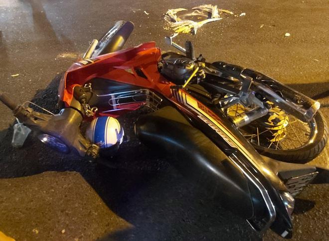 Vụ thi thể nạn nhân bị cuốn đi 60km: Xe đầu kéo tông vào xe máy và đẩy xe máy phía trước? - Ảnh 2.