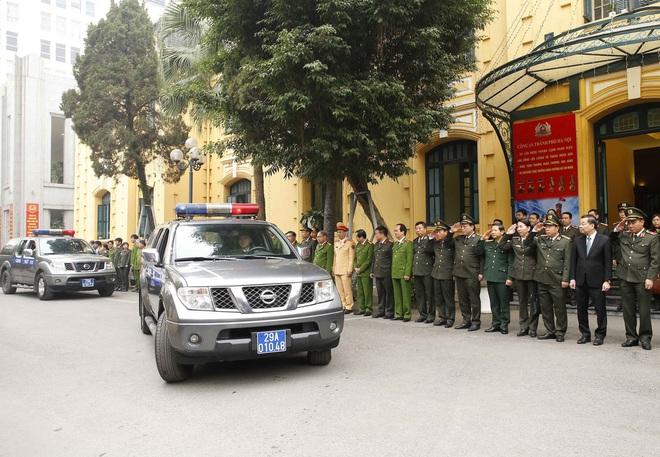 Hà Nội triển khai xe chống đạn và dàn mô tô đặc chủng bảo đảm an ninh, trật tự Đại hội XIII của Đảng - Ảnh 3.