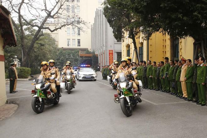 Hà Nội triển khai xe chống đạn và dàn mô tô đặc chủng bảo đảm an ninh, trật tự Đại hội XIII của Đảng - Ảnh 4.