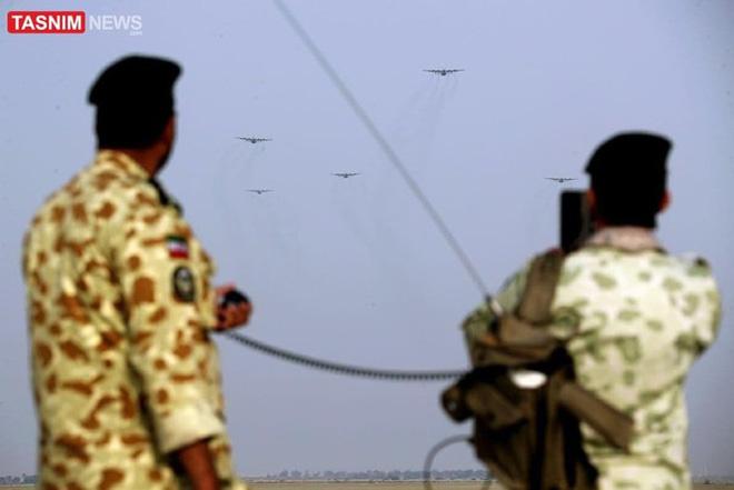 Lính biệt kích Iran đổ bộ rợp trời ngay cửa Vịnh Ba Tư - Ảnh 5.