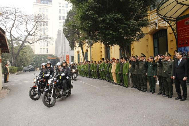 Hà Nội triển khai xe chống đạn và dàn mô tô đặc chủng bảo đảm an ninh, trật tự Đại hội XIII của Đảng - Ảnh 9.