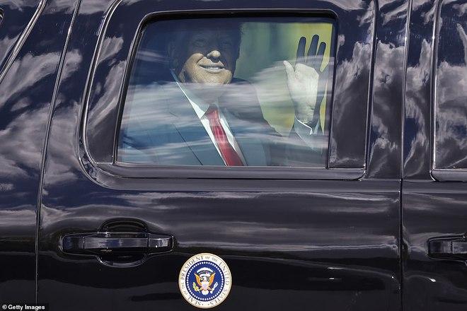 [ẢNH] Cựu Tổng thống Trump về nhà, người ủng hộ nhiệt tình chào đón - Ảnh 5.