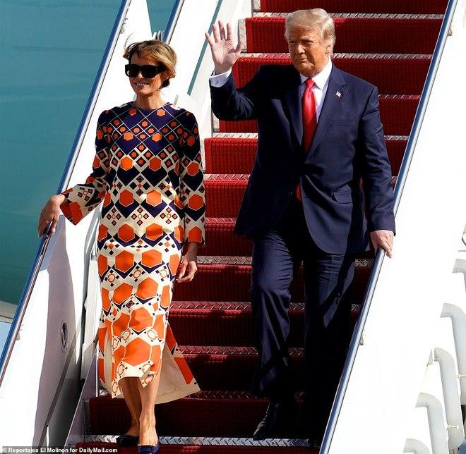 [ẢNH] Cựu Tổng thống Trump về nhà, người ủng hộ nhiệt tình chào đón - Ảnh 2.