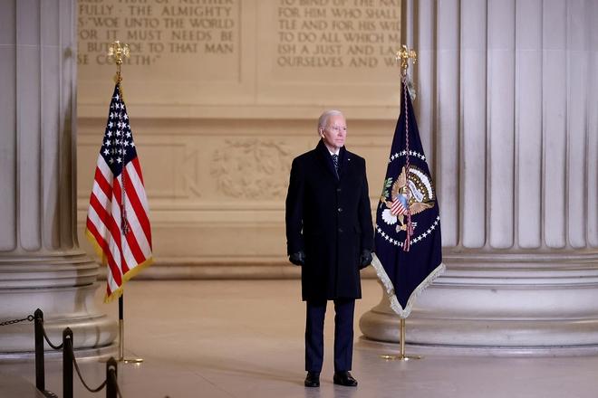 Ông Biden ký 15 lệnh hành pháp, đưa Mỹ trở lại Hiệp định Paris và WHO, hủy bỏ nhiều chính sách của ông Trump - Ảnh 1.