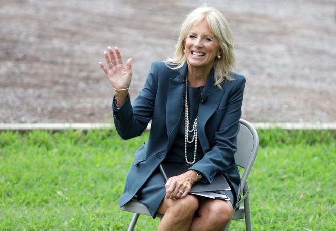 Phong cách thời trang tinh tế của Đệ nhất phu nhân Mỹ Jill Biden truyền tải thông điệp gì? - Ảnh 7.