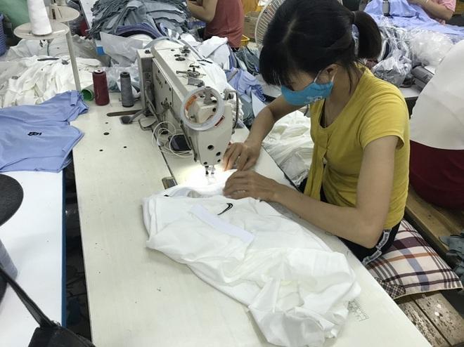 Phạt 500 triệu đồng 1 doanh nghiệp sản xuất hàng nghìn áo phông giả Nike, Gucci, Lascote... ở Hải Dương - Ảnh 1.