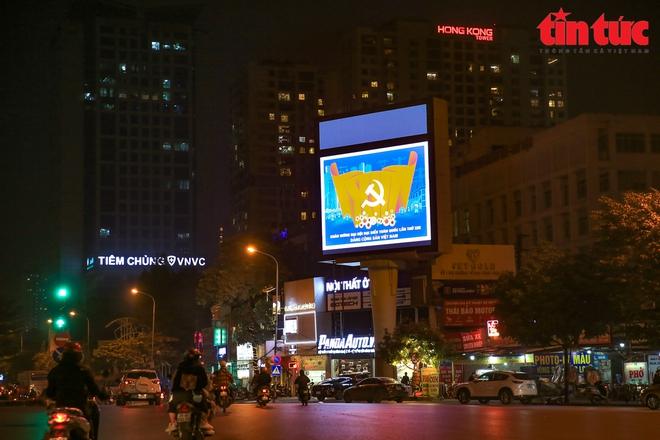 Hà Nội rực sáng trong đêm chào mừng Đại hội XIII của Đảng - Ảnh 5.