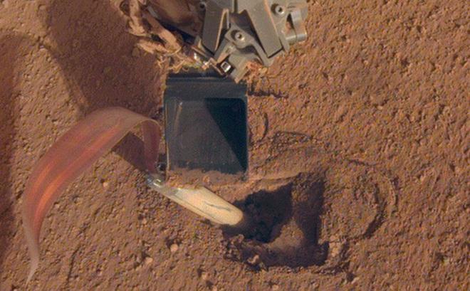 Bề mặt sao Hỏa quá cứng khiến công cụ đào đất của NASA thất bại thảm hại