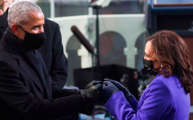Ý nghĩa hành động cụng tay của ông Obama với 'Phó tướng' Harris trong lễ nhậm chức