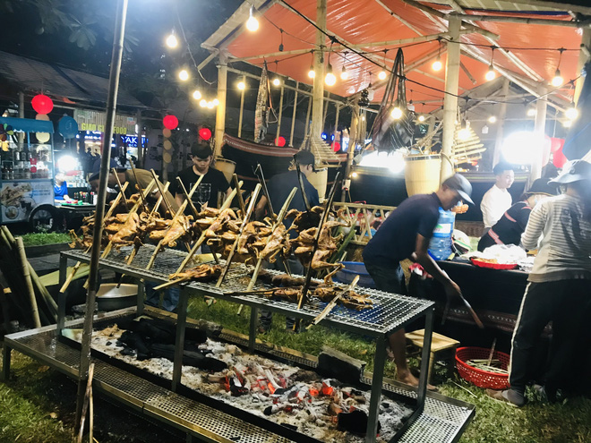 Bánh chưng, gà nướng Gia Lai hút người Sài Gòn ngày cận Tết - Ảnh 5.