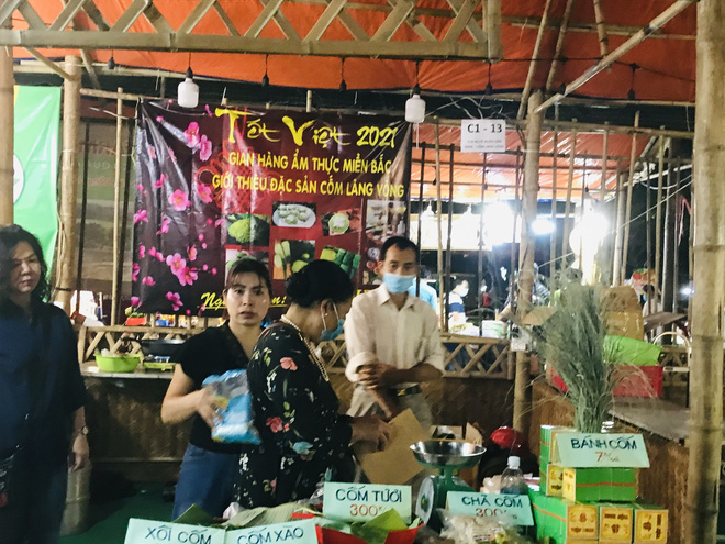 Bánh chưng, gà nướng Gia Lai hút người Sài Gòn ngày cận Tết - Ảnh 7.