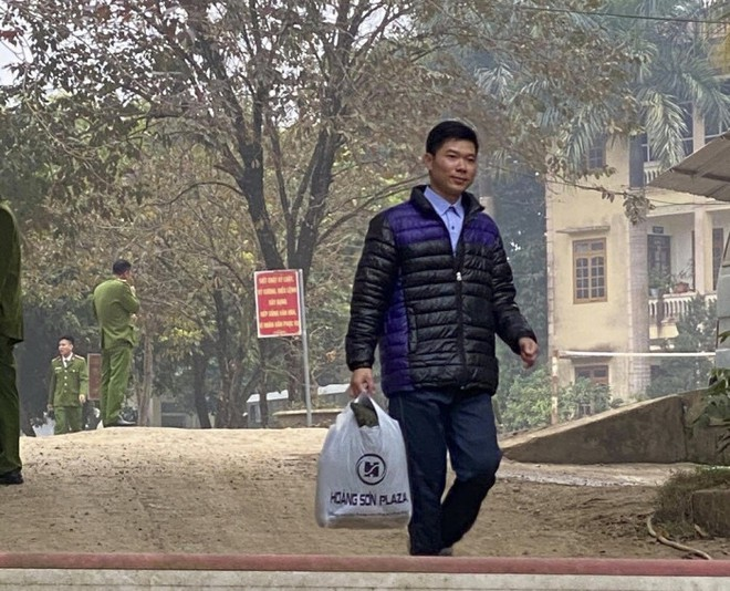 Lãnh đạo Sở Y tế Hòa Bình: Hoàng Công Lương như công dân bình thường, không có đặc cách - Ảnh 1.