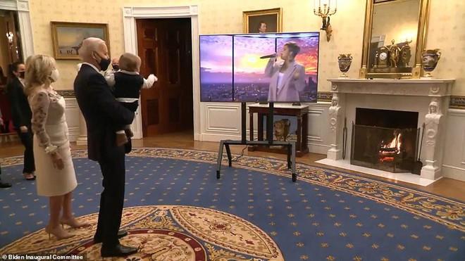 Cháu trai 8 tháng cực dễ thương của tân Tổng thống Biden gây sốt cộng đồng mạng - Ảnh 1.