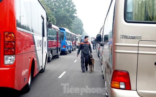 Cảnh khuyển tham gia rà soát xe phục vụ Đại hội XIII