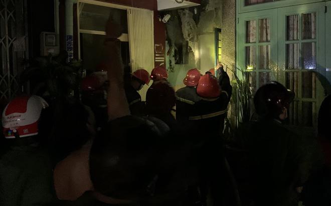 Cháy căn nhà trong hẻm ở Sài Gòn lúc rạng sáng, 7 người bị kẹt bên trong