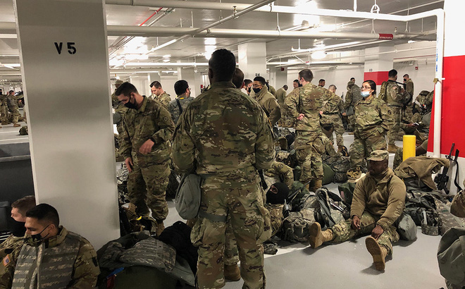 Bảo vệ xong lễ nhậm chức, Vệ binh Quốc gia Mỹ bất bình vì phải nghỉ ở hầm để xe