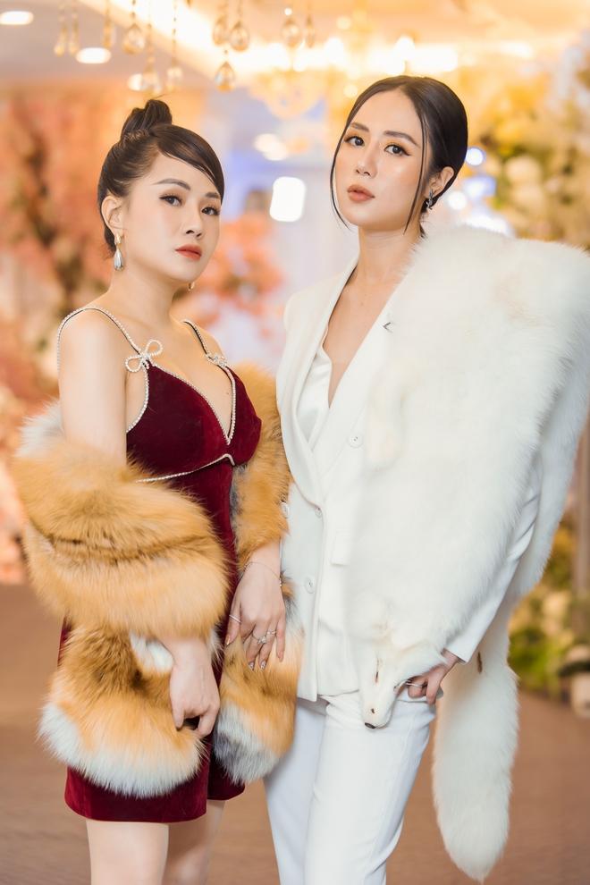 MC Thùy Dương gợi cảm đọ sắc cùng ca sĩ Maya - Ảnh 7.