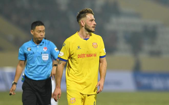 Bị thanh lý sau 1 trận vì bệnh ngôi sao, ngoại binh Nam Định tố đội bóng nói sai sự thật - Ảnh 3.